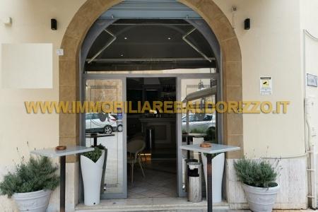 piazza santa caterina,91026,Locale commerciale,1,1300